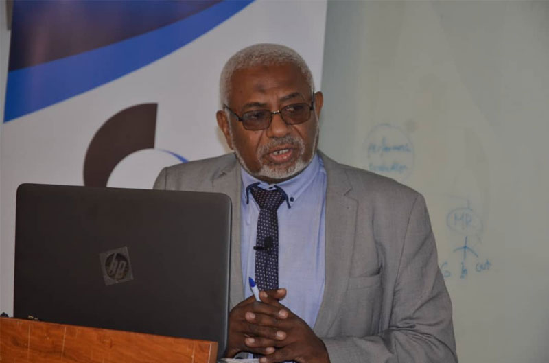 الاستاذ الشيخ مصطفي الشيخ الامين رئيس شبكة الاتفاق العالمي  بالسودان
