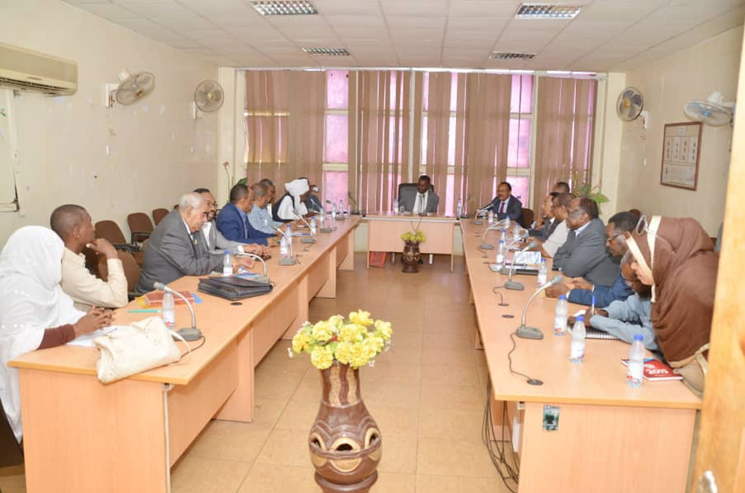 وزير التجارة والصناعة يلتقي قيادات اتحاد الغرف التجارية